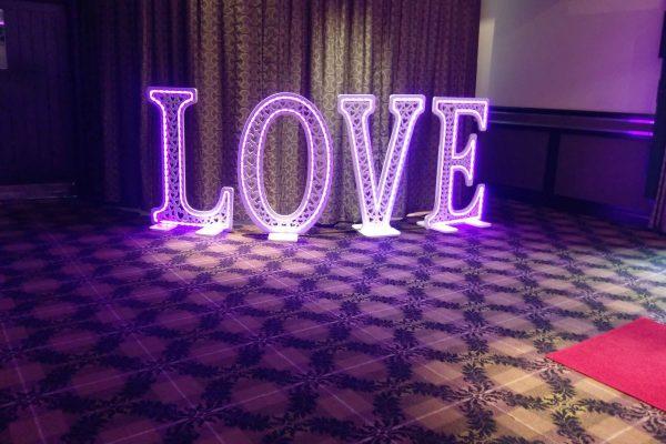 LED-love-sign-torrance-hotel